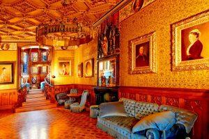 Imagem de um dos salões do castelo (Fonte: http://www.tourism-bw.com/ - Autor: Desconhecido)