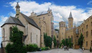 Foto do pátio interno do castelo (Fonte: Wikicommons / Autor: Joachim Fenkes)
