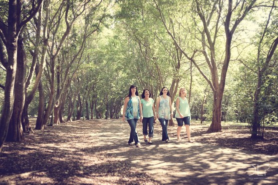 family photoshoot mom sisters mother girls ladies gardens park Devin Lester Photography