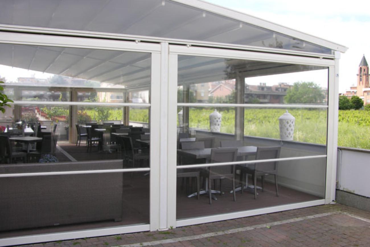 Zip, in particolare, è l'ideale per tende verticali e orizzontali, applicazioni all'interno e all'esterno, di qualsiasi dimensione. Tende Verticali Con Barre In Alluminio Nel Telo De Vivo Showroom