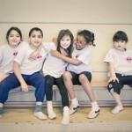 5 kinderen - sportzaal - zitten - lager onderwijs - sociaal - horizontaal - JD - sport - small
