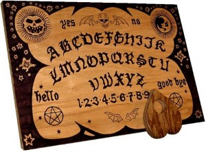 English_ouija_board courtesy Wikipedia public domain
