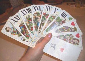 http://en.wikipedia.org/wiki/File:Tarockkarten_in_der_Hand_eines_Spielers.jpg
