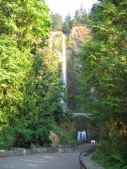 http://www.oregon.com/attractions/multnomah_falls