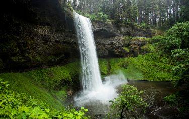 https://commons.wikimedia.org/wiki/File:Waterfall_near_Silverton_Oregon_(9057137983).jpg
