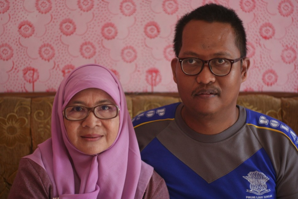 Aisyiyah volunteer Ema Qojjimah and Kuningan bomb survivor Asep Wahyudin.