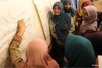 Women join Aisyiyah's leadership training.