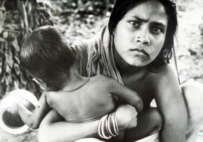 A refugee mother and child from East Bengal during the Bangladesh war, in 1971. Photo: Sunil Janah