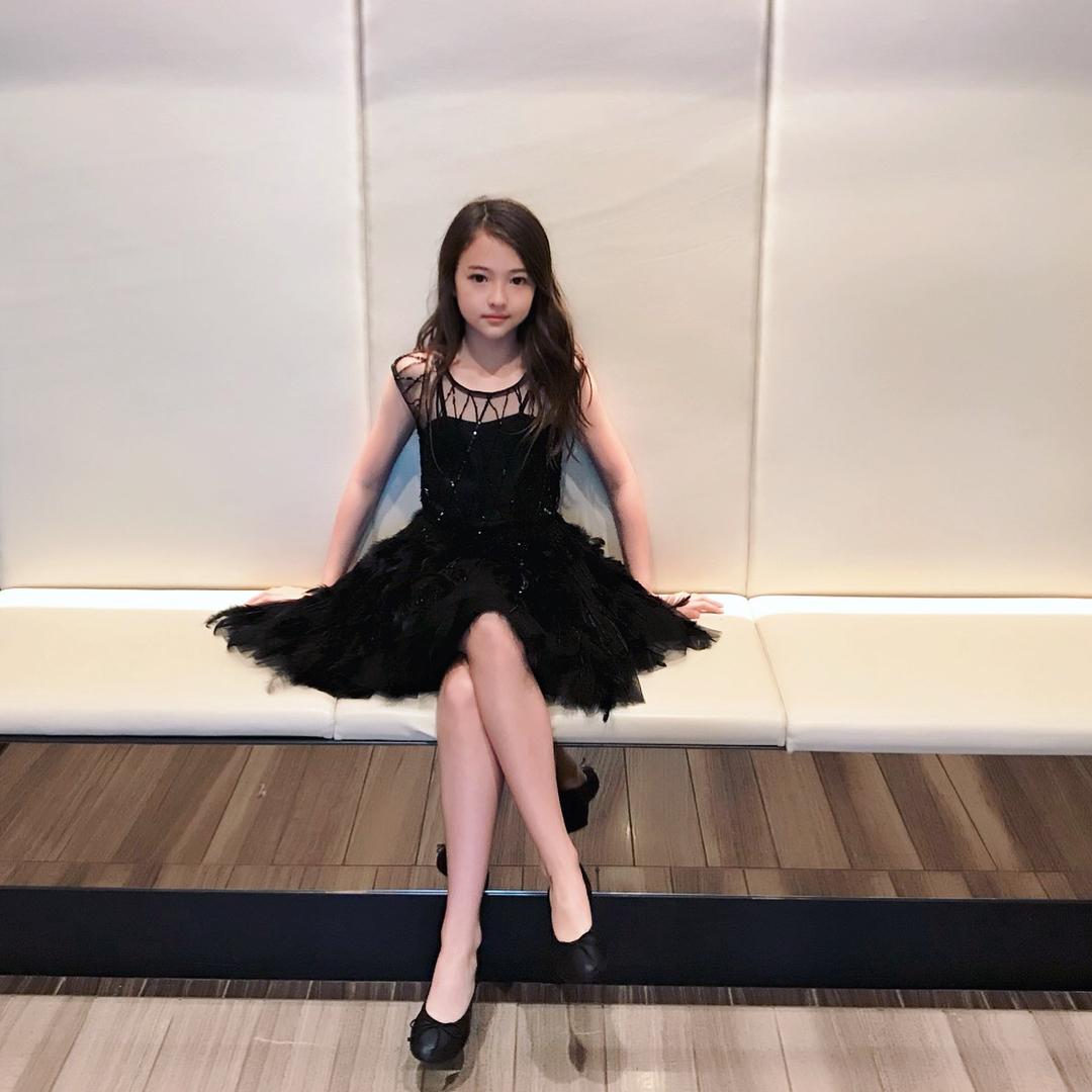 Model Kelas Dunia Ella Gross Tanda Tangani Kontrak Dengan The Black Label Anak Perusahaan Dari YG Entertainment