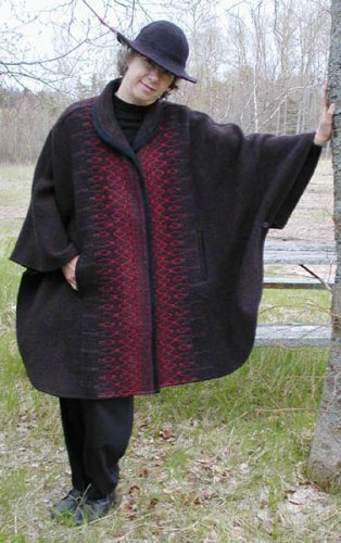 Short cape with collar in Cocoa & Russet