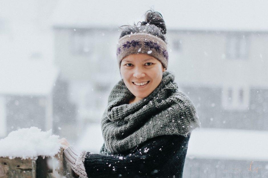 Headband yang aku pakai ini buatan orang Greenland, terbuat dari bulu Musk Ox, bahannya lembut dan sangat hangat dipakai.