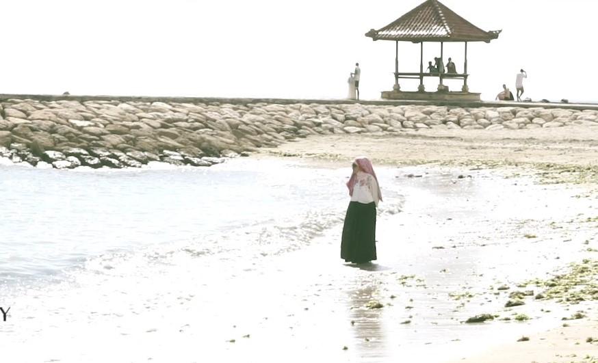 VIDEO KLIP DEWI SAGHAY – BUKUKU.mov_snapshot_04.01.545