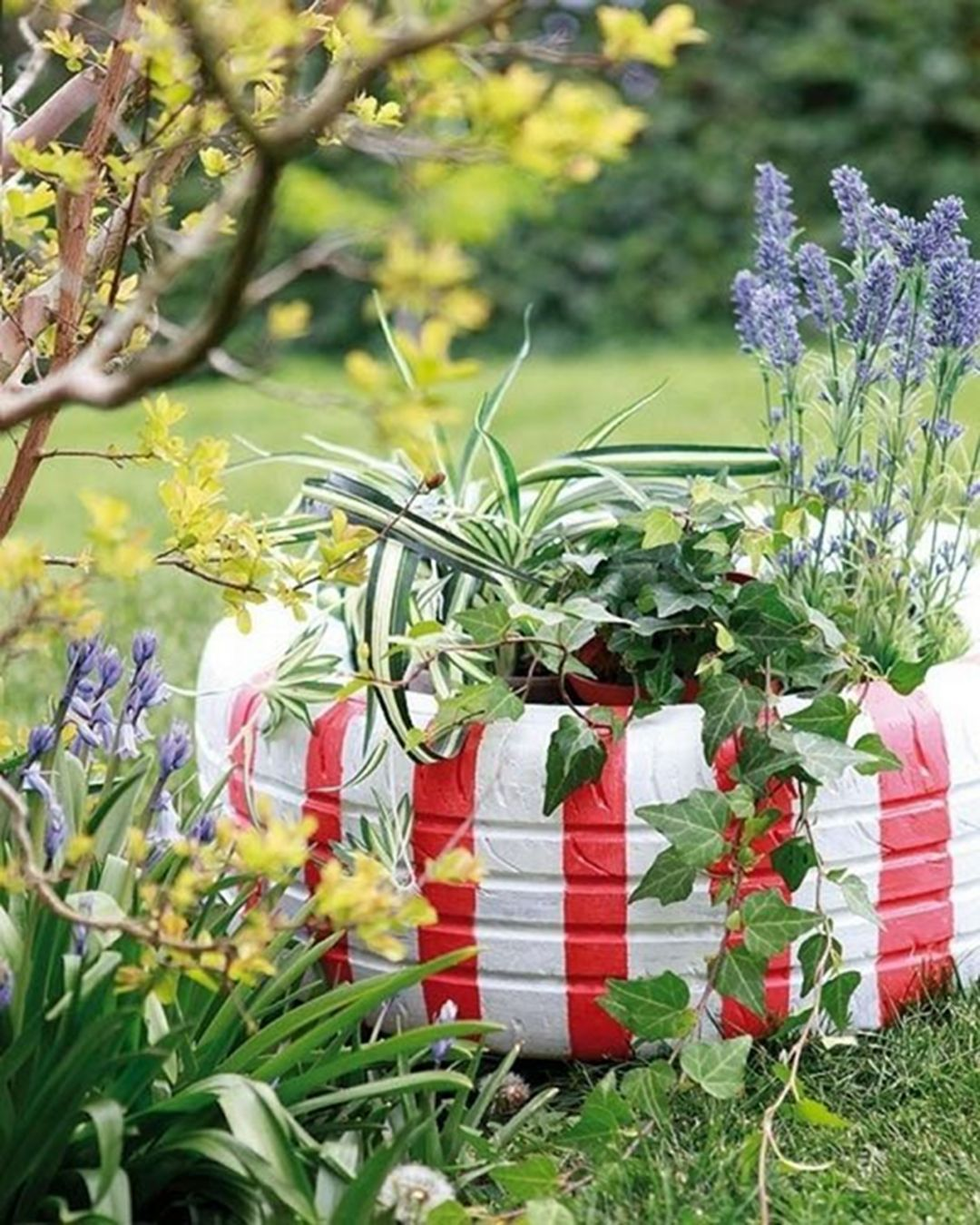 37 Easy And Cheap Beautiful DIY Garden Decor With Used ... on Patio Decor Ideas Cheap id=44871