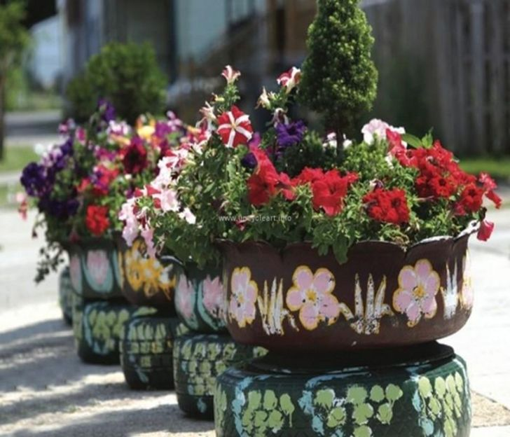 Flowers in old Tires Ideas