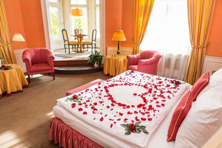 Best Romantic bedroom ideas for Valentine Day - Via hqdecoration.com