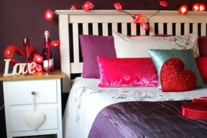 Incredible Romantic Bedroom Decoration for Valentine Days - Via zinkproductions.info