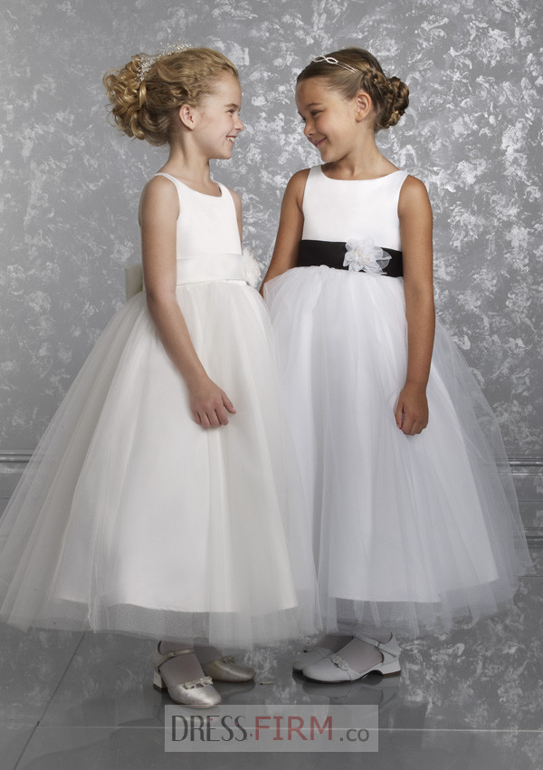 http://www.dressesfirms.co.uk/UK-Store-Sale-2017-stunning-white-lovely-ball-gown-design-organza-sash-with-flower-dress-p-4836.html