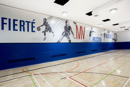 Press kit   2064-03 - Press release   AtCégepMarie-Victorin, Art is an Essential Element of Education! - Cégep Marie-Victorin - Institutional Architecture - Graphics display of the palestra (photos of student athletes) - Photo credit: Sébastien Roy