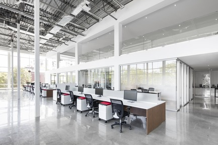 Press kit | 1215-02 - Press release | Sologlobe, Where Technology Meets Design - ISSADESIGN - Commercial Interior Design - Open area - Photo credit: Adrien William