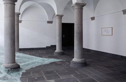 Press kit | 985-01 - Press release | Aérial - Baptiste Debombourg - Art - Aérial,  détail view, glass installation, nails, wood, 3x12x4,5m