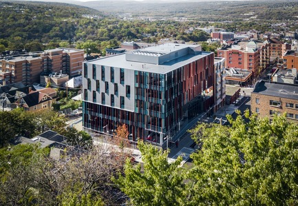 Press kit   2353-04 - Press release   The Breazzano Family Center Blazes a Trail for Academic Development in Collegetown - ikon.5 architects - Institutional Architecture - Aerial view - Photo credit: Brad Feinknopf