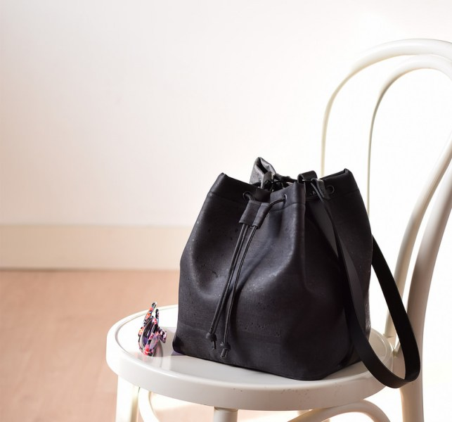 bucketbag in kurkleer