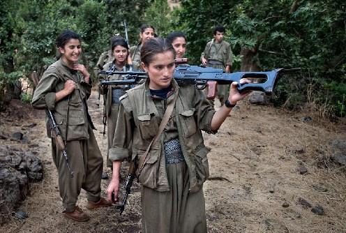 Eroinele kurde care se opun Califatului (2)