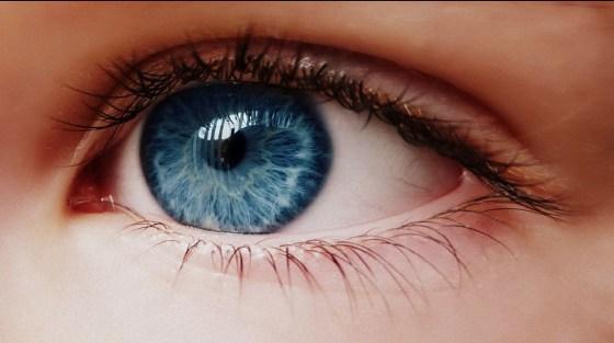 ochii albaştri