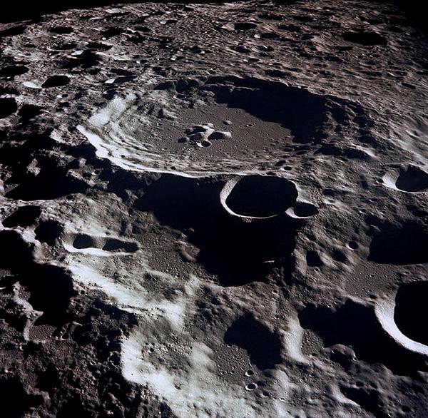 Luna este oare un artefact extraterestru 2