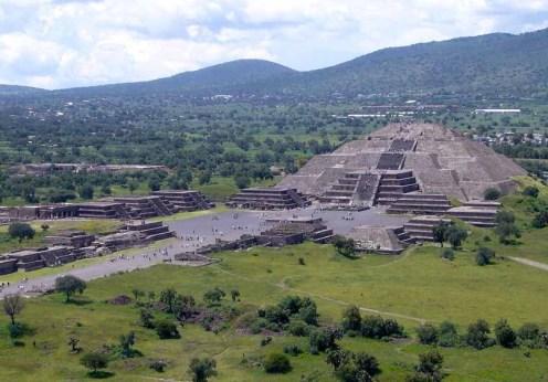 Piramide_de_la_Luna_072006