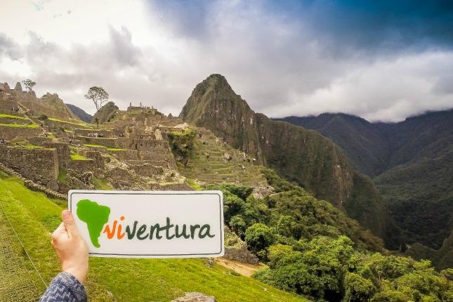 Machu Picchu mit viventura Logo