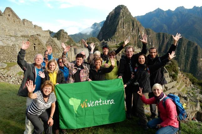 Reisegruppe mit viventura Flagge