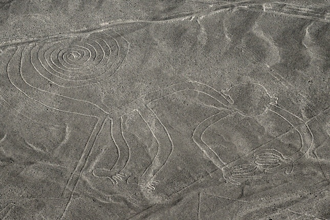 """Die Nazcafigur """"Affe"""" hat an der rechten Hand fünf, an der linken jedoch nur vier Finger."""