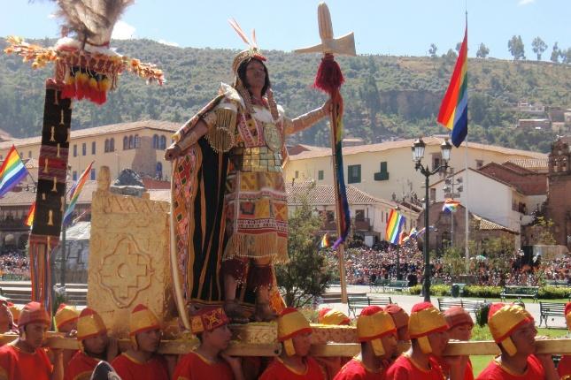 Inti Raymi wird zu Ehren des Sonnengottes groß gefeiert in Peru.
