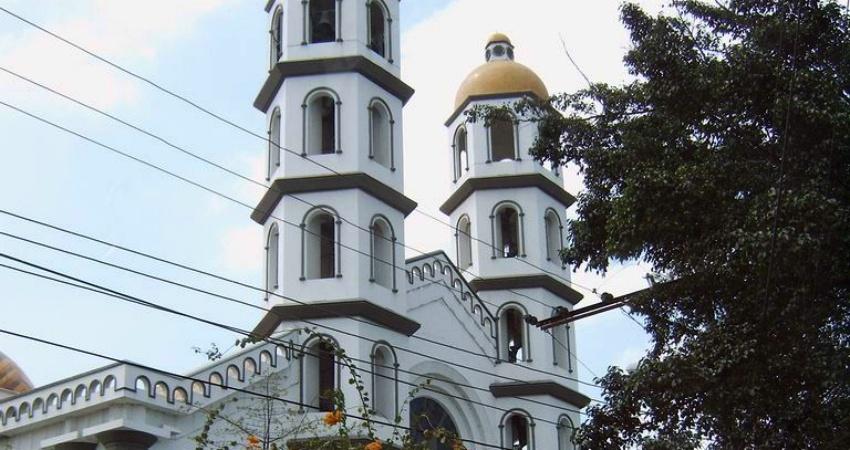 Ein Archivbild der ehemaligen Kathedrale von Portoviejo vor dem Beben. Quelle: wikipedia