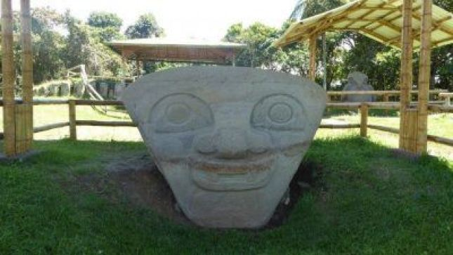 Grabstein im kolumbianischen Nationalpark San Agustin.