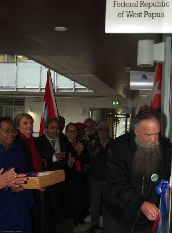 UNLOCKING THE DOOR, JOHN LAWRENCE (West Papua Rent Collective)