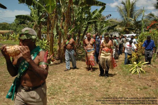 Maraki Vanuariki Council of Chiefs welcoming West Papua delegation to Farea ki Vete