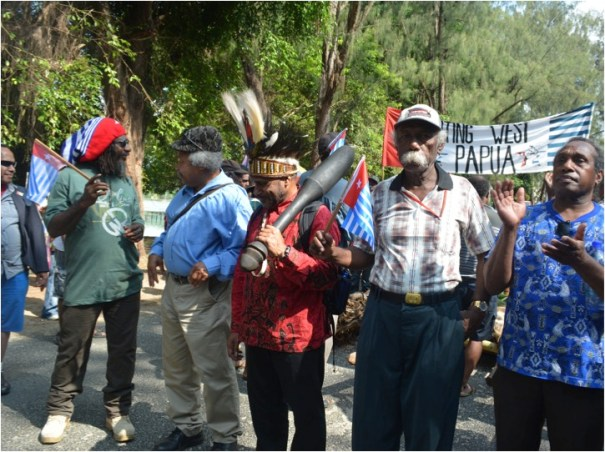 Peace-making Ritual for West Kastom and Faith in Modern Melanesian nation-making (2). Papuans at Fatumaru Bay on 1 December 2014 (Vanuatu's 'West Papua National Day')
