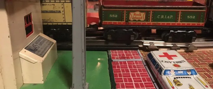 Tin litho buildings for a traditional pre-war train layout