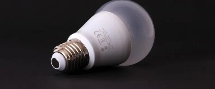Review: The Utilitech Pro 430 lumen 7.5 watt LED bulb from Lowe's