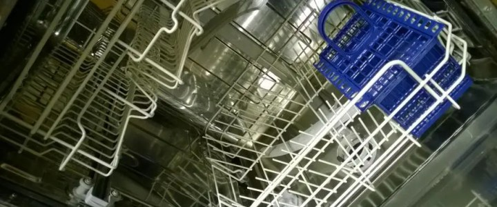 Wash an electric toothbrush in a dishwasher