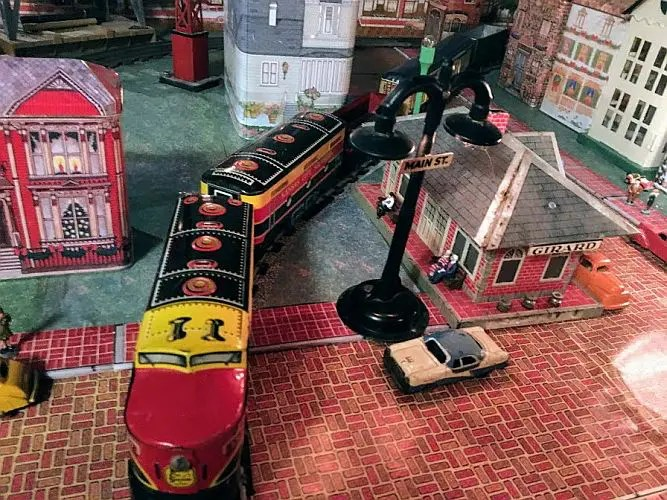 scale of Marx trains and accessories