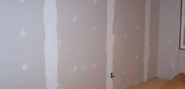 How much weight drywall can hold without a stud