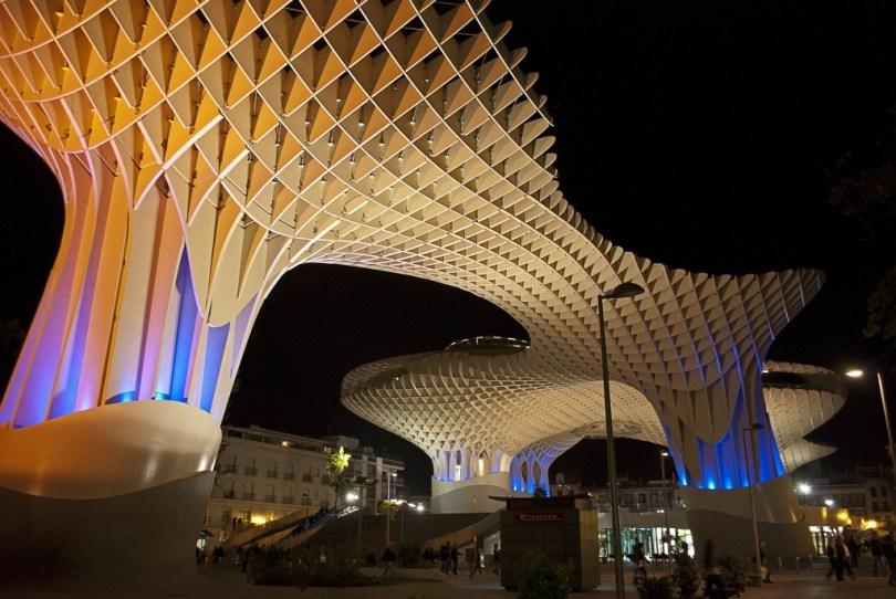 Maior-Estrutura-de-Madeira-Encanta-Cidade-Europeia1
