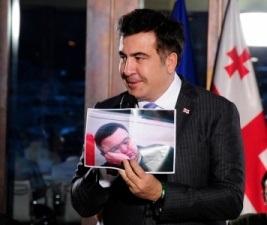 mikheil saakashvili - holding photo of Gubaz Sanikidze