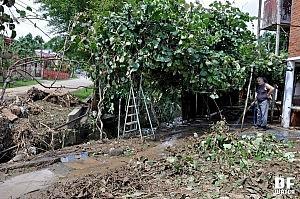 Water took away fence from Nana Tavartkiladze's house (DF Watch photo)