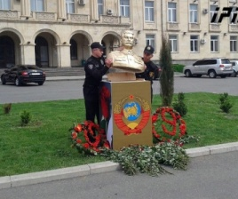 stalin_bust_in_gori_Crop