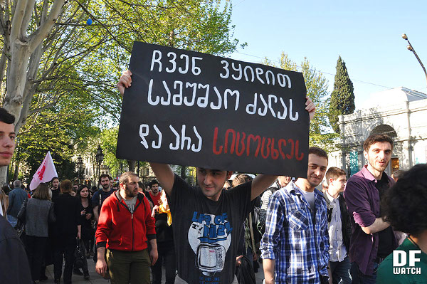 protesters_1_May_street_