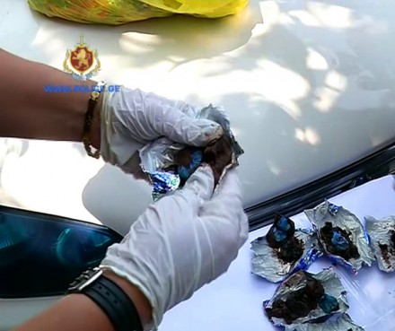 police_find_narcotic_drugs_ponichala